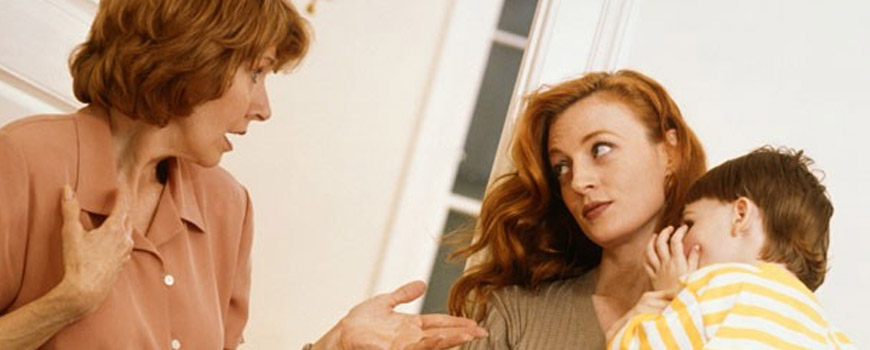 چه حرفهایی رابطه بین عروس و مادرشوهر را خراب میکند؟